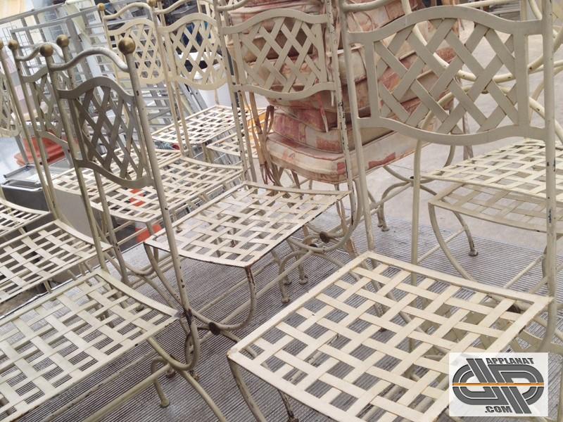 Lot de 31 chaises m tal blanches de style proven al for Chaise longue fer forge occasion