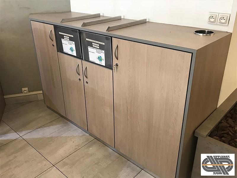 meuble pour salle de restaurant 2 poubelles et rangements multiples occasion nous consulter. Black Bedroom Furniture Sets. Home Design Ideas