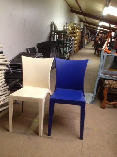 lot de 22 chaises design italien monocoque occasion. Black Bedroom Furniture Sets. Home Design Ideas