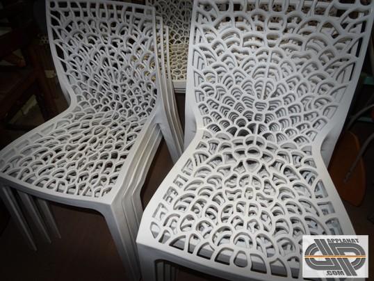 lot de 14 chaises blanches grandsoleil gruvyer occasion vendu. Black Bedroom Furniture Sets. Home Design Ideas