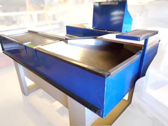 sortie de caisse avec tapis occasion vendu. Black Bedroom Furniture Sets. Home Design Ideas