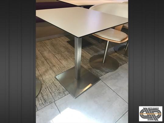 mobilier chr lot de 10 tables bar restaurant plateau slim blanc pied inox occasion vendu. Black Bedroom Furniture Sets. Home Design Ideas