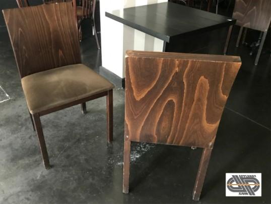 Lot 39 chaises restaurant en bois massif et velours occasion