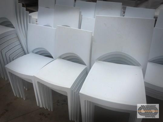 lot de 54 chaises blanches plastique design restaurant bar caf bureaux salle de r union. Black Bedroom Furniture Sets. Home Design Ideas