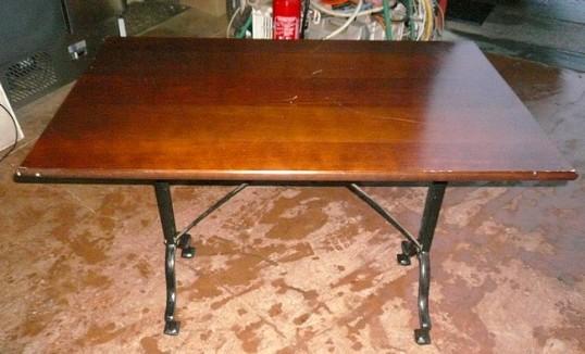 tables bois fonc pieds fonte occasion vendu. Black Bedroom Furniture Sets. Home Design Ideas