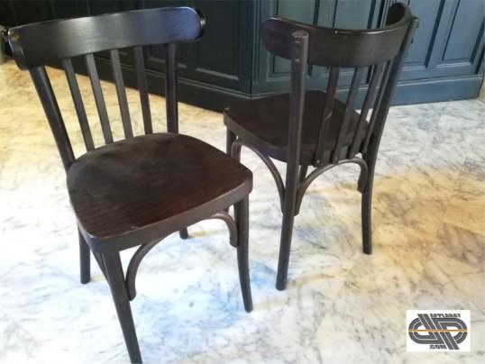 Lot 45 chaises brasseries en bois massif occasion VENDU