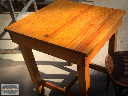 mobilier chr vintage tables bistrot avec insert num rot laiton occasion vendu. Black Bedroom Furniture Sets. Home Design Ideas
