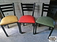 Lot 25 chaises restauration - PLYMOLD